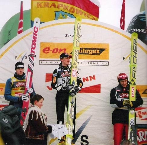 Podium niedzielnego konkursu - fot. Skia